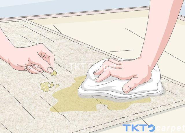 Cạo vết bẩn rắn bám trên thảm len