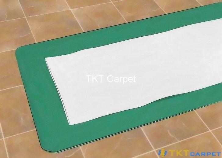 đặt khan lên thảm Yoga khi tập giúp thảm sạch hơn