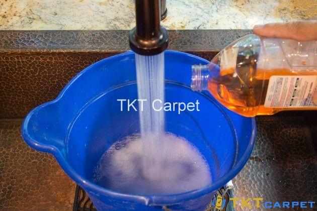 Pha hóa chất giặt thảm xốp
