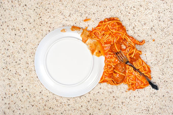thức ăn trên thảm