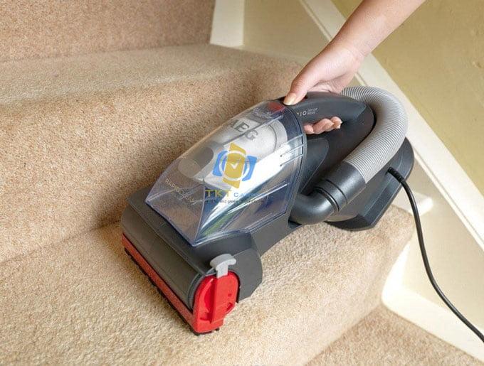 Giặt thảm cầu thang bằng máy
