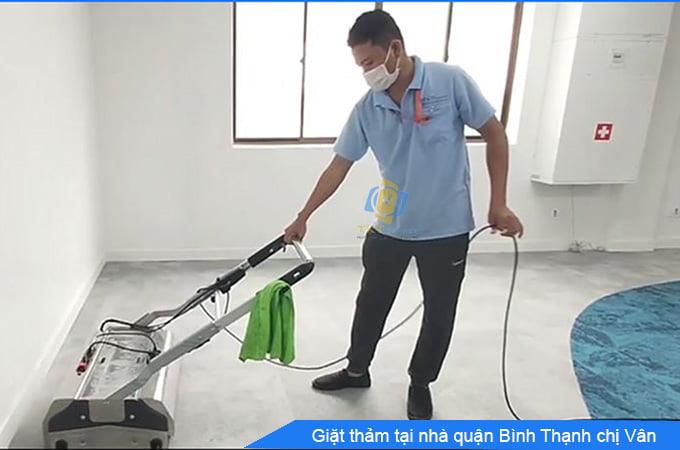 khách hàng giặt thảm tại nhà quận Bình Thạnh