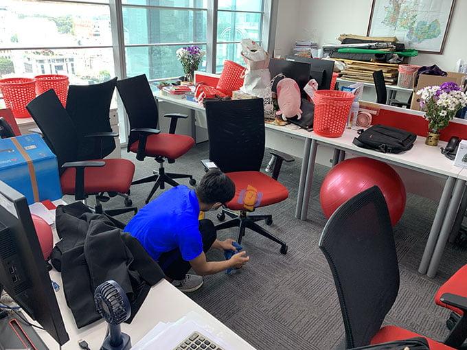 Giặt ghế văn phòng định kỳ