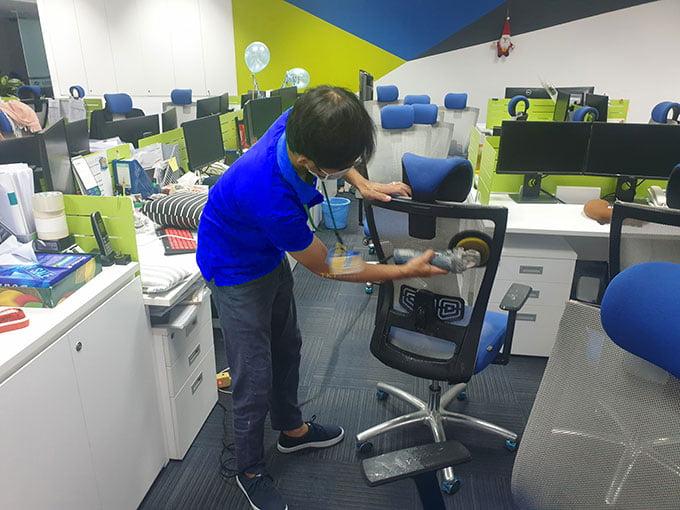 dịch vụ giặt ghế văn phòng TKT