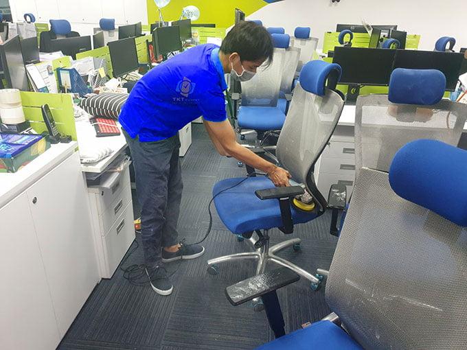 giặt ghế văn phòng quận 1